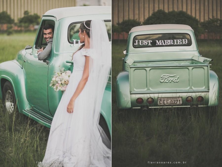 Erika e Caique caminhonete casamento