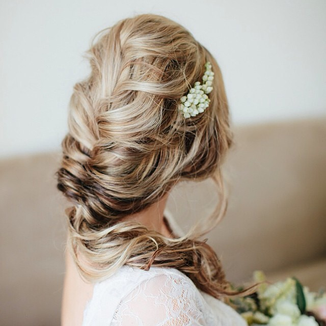 Um cabelo lindo para inspirar nossa segunda-feira! { White images} #fishtail #cabelodenoiva #amolapisdenoiva