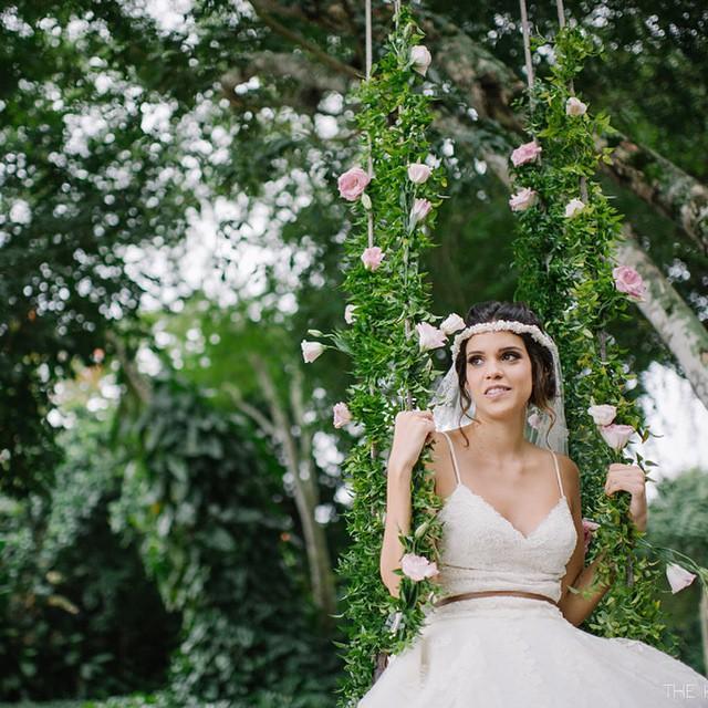 Bom dia, sexta-feira! ♥️ Eu quero dizer que se você é noiva e ama história de amor, votos emocionantes, casamento de dia e em meio à natureza, TEM que ir no lapisdenoiva.com!!!! O casamento na Thais e do Isaac vai te tirar sorrisos e vai mexer com o seu dia, assim como aconteceu comigo! É muita lindeza! {As fotos por @the_kreulichs e vídeo por @navideos} ♥️ #amolapisdenoiva #muitoamor #euacreditonoamor #weddingday #casamentodedia #lovely