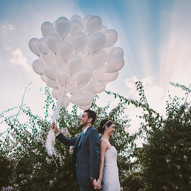 O casamento que está fechando a nossa semana no #lapisdenoiva é lindo e muito emocionante! Os noivos fizeram o