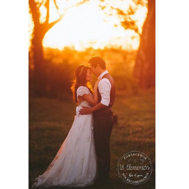 As fotos dos meninos da @18elementos são sempre cheias de emoção ♥?️Não vemos a hora de postar esse casamento completo no #lapisdenoiva ♥️#muitoamor #pordosol #casamentodedia #fornecedorlapisdenoiva #18elementos
