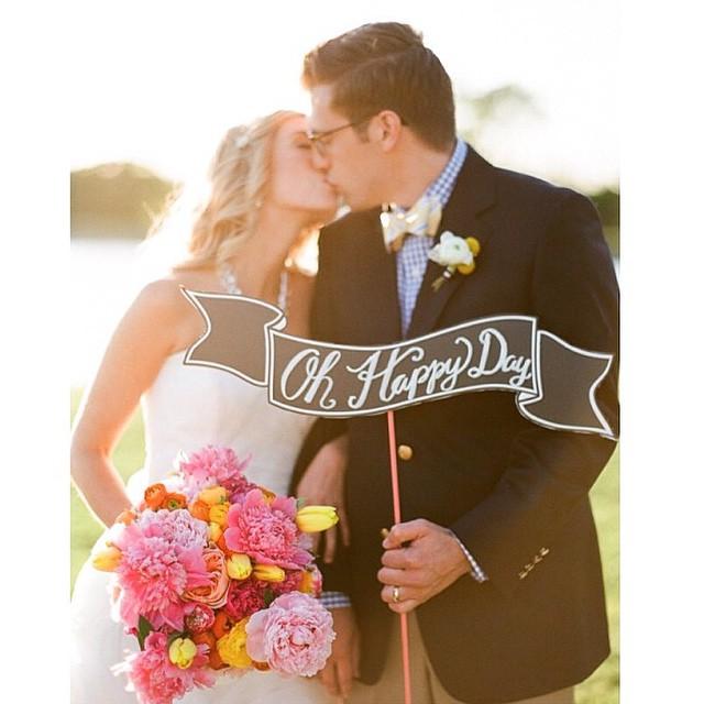 Gosto tanto de plaquinhas fofas assim! ♥️ #happyday #weddingday #casamento #justmarried #felizesparasempre #muitoamor #noivos #amolapisdenoiva {? @junebugweddings}