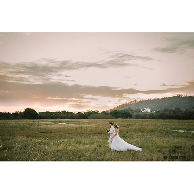 Que a nossa semana seja linda e cheia de amor♥️♥️♥️ #amolapisdenoiva #casamentodedia #casamento #weddingday #noivos #lovely {foto: @the_kreulichs}