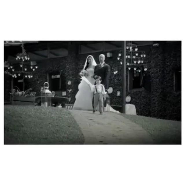 Adoro os filmes com a Super 8mm! Sim! Aquela câmera de antigamente super estilosa e vintage! O @edupimenta faz os vídeos de casamento com a #super8mm e fica tão legal! ♥️ #videoslapisdenoiva  #lapisdenoiva #fornecedorlapisdenoiva