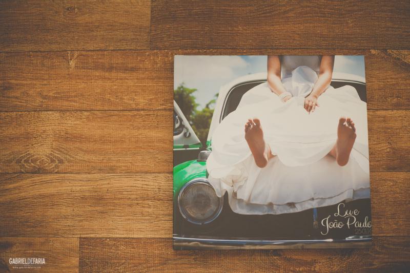 Escolhendo as fotos do álbum de casamento