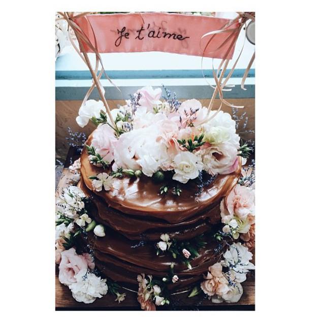 Lindeza de #nakedcake ♥️ E esse topinho de bolo é amor puro! Foto dos queridos @frankieemarilia (eles são demais! - até foto de iphone fica linda!)