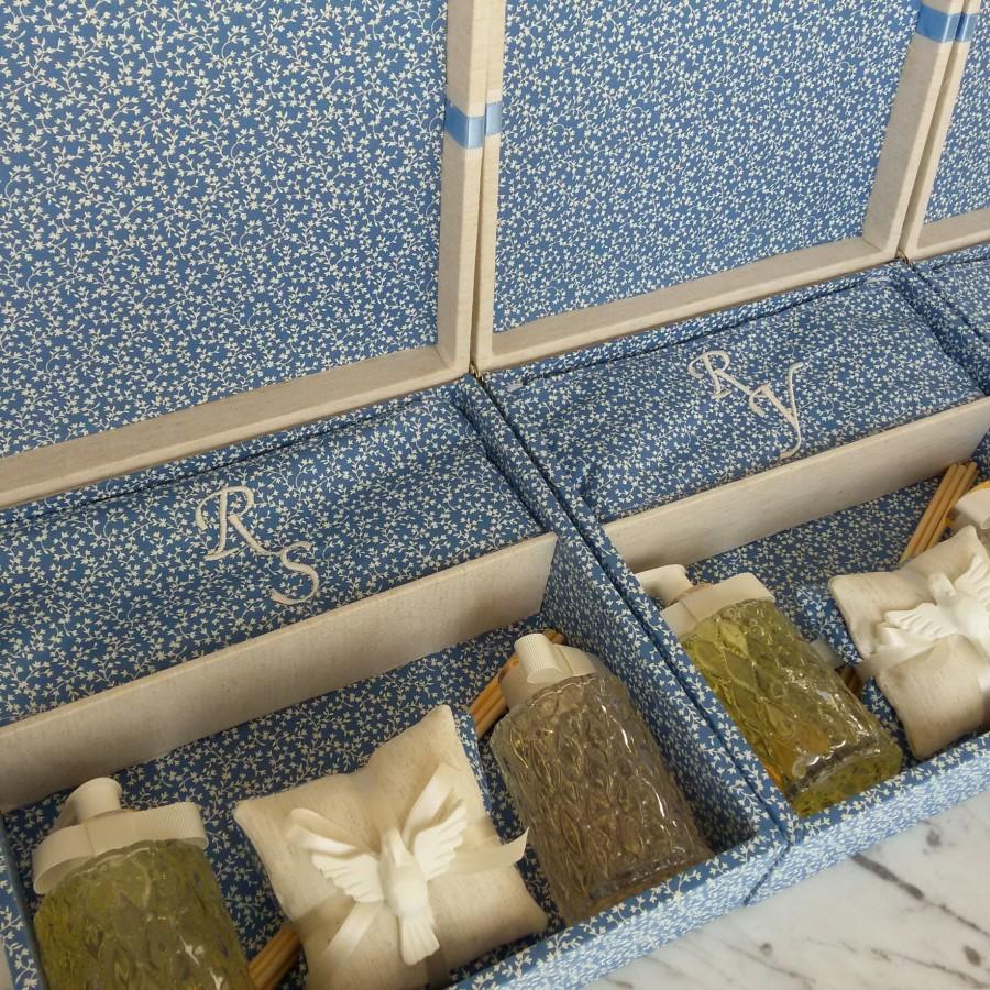 caixa perfumaria com toalha de lavabo personalizada + sabonete líquido + aromatizador de ambientes + sache duplo perfumado