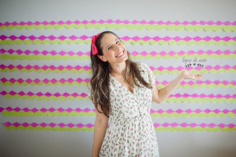 {DIY} Backdrop e Florzinhas de papel para mesversário