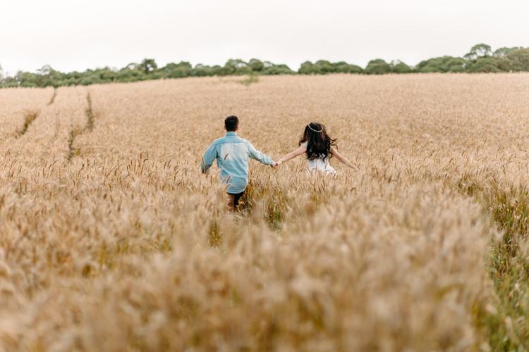 E-session em um campo de trigo – Ana Paula & Luan