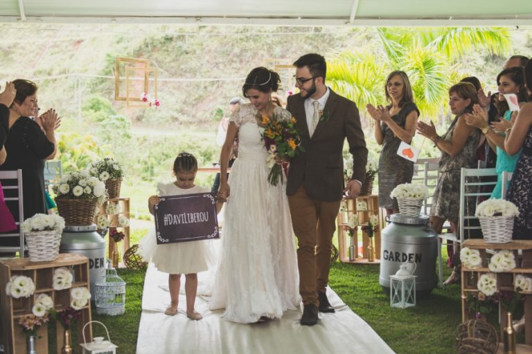 """Casamento """"com cara e jeito de casa de vó"""" – Sarah & Gustavo"""