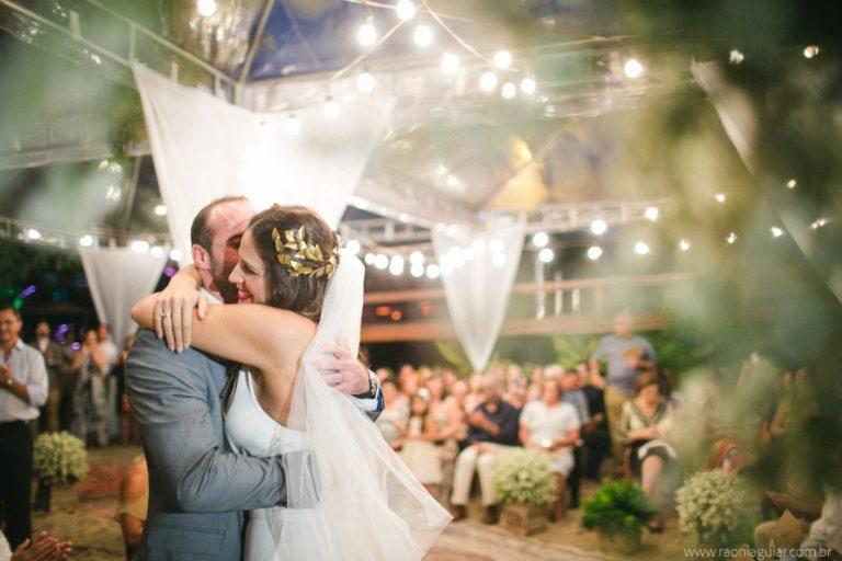 Casamento pé na areia leve e descontraído em Búzios – Marcela & Marcelo