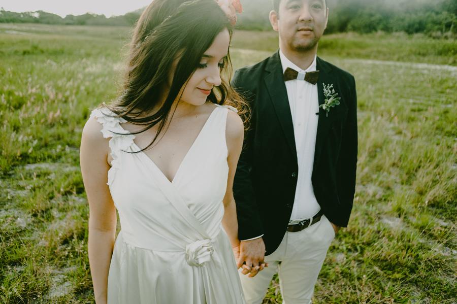 Casamento Romântico e Florido ao ar livre – Debie & Dedé