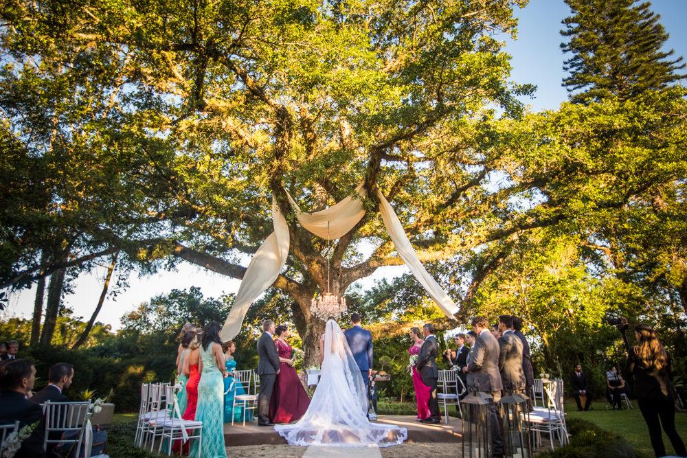 Casamento sob a árvore com votos emocionantes – Luana & Tiago