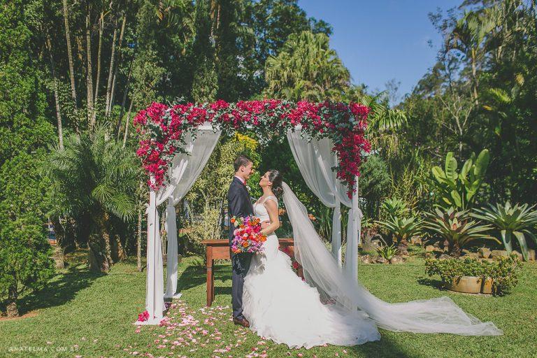 Casamento Colorido e Vibrante ao Ar Livre – Thayane & Renan