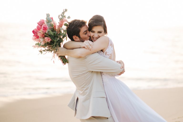 Casamento Pé na Areia em São Sebastião – Carla & João