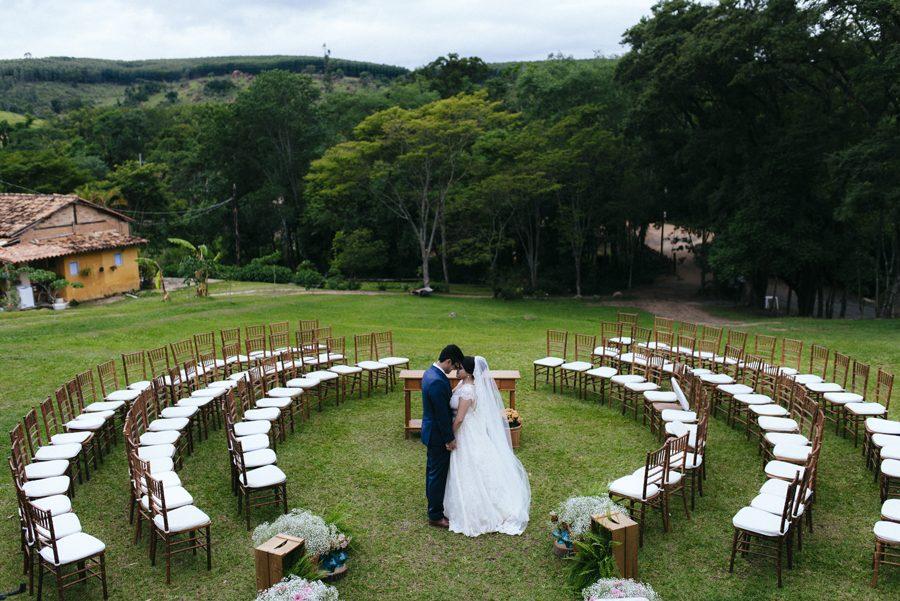 Casamento no Campo com Cerimônia Circular – Pâmela & Davi