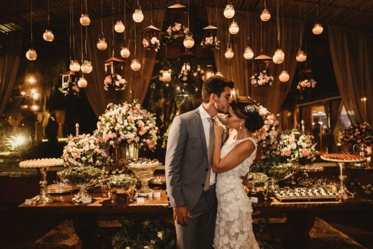 """Fique Perto de Mim"" – Casamento Romântico no Lago Alessandra & André"