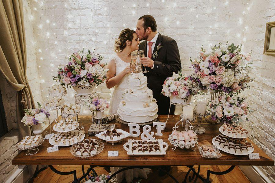 Mini Wedding na Casinha Quintal com Muitos Detalhes e Lavandas – Barbara & Thiago