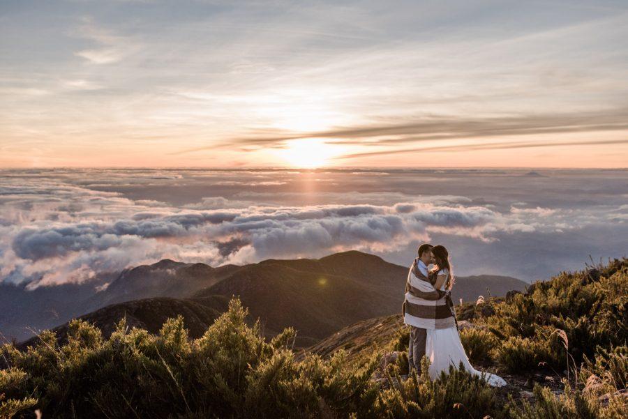 Nascer do Sol no Pico da Bandeira – Pré-Casamento Renata & Bruno