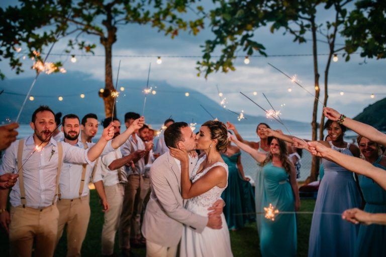 Dois Sonhos em Um: Casamento Pé na Areia e Lua de Mundo – Bruna & Filipe