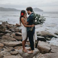 """""""O Amor Deve Ser Simples"""" – Casamento Rústico na Praia Barbara & David"""