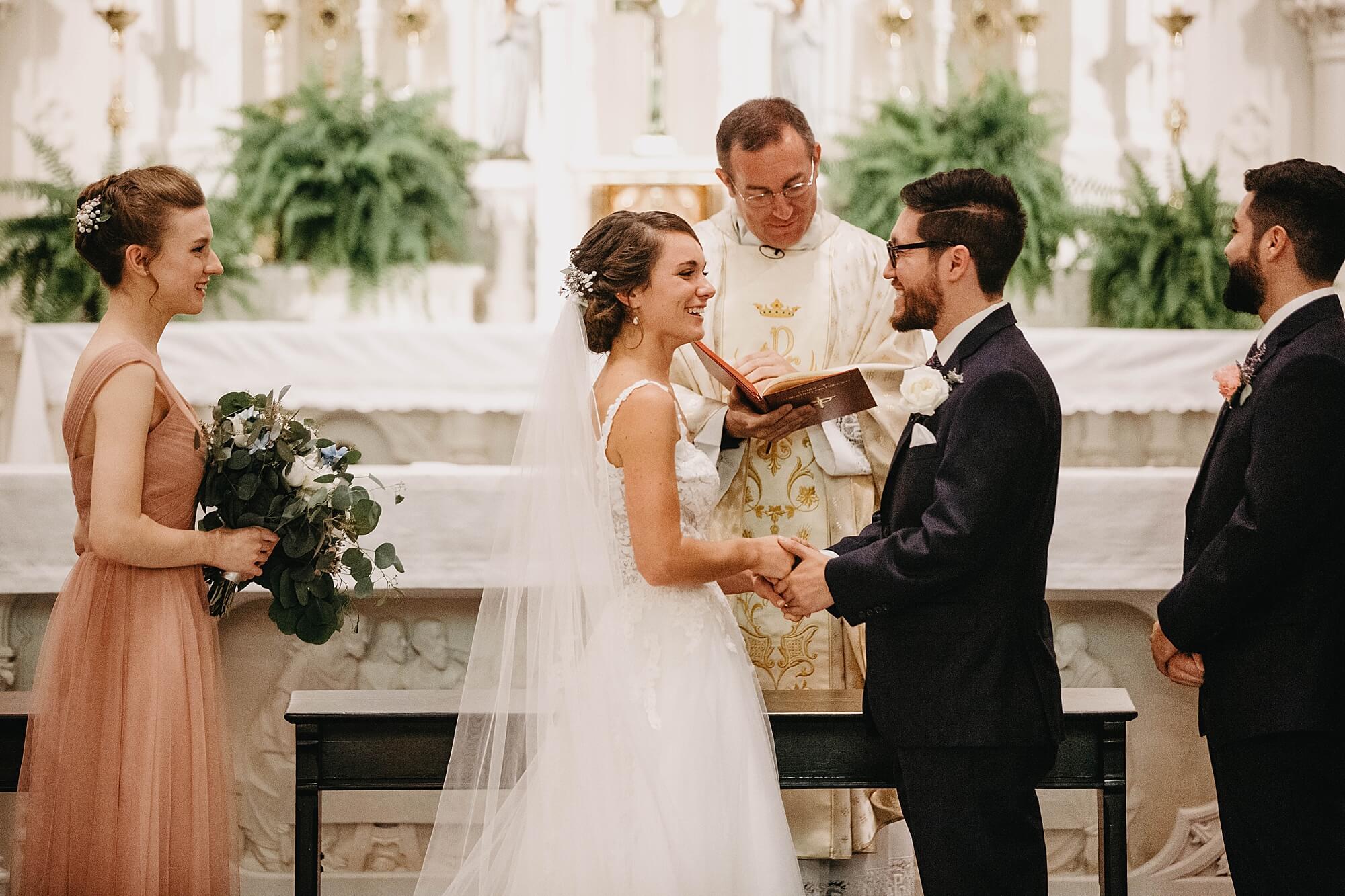 cerimonia de casamento na igreja