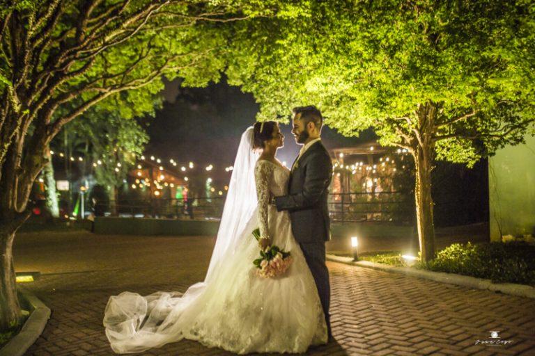 Um toque de clássico no rústico – Casamento Juliana e Isaac