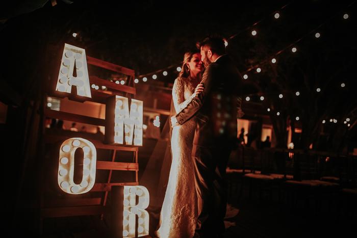 Casamento iluminado à noite – Carol e Flavio
