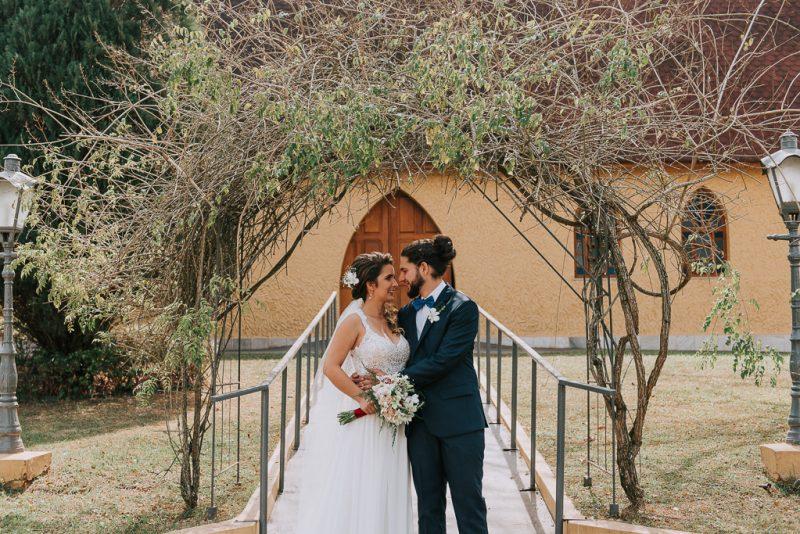 Casamento diurno com cerimônia na igreja – Bianca & Lucas