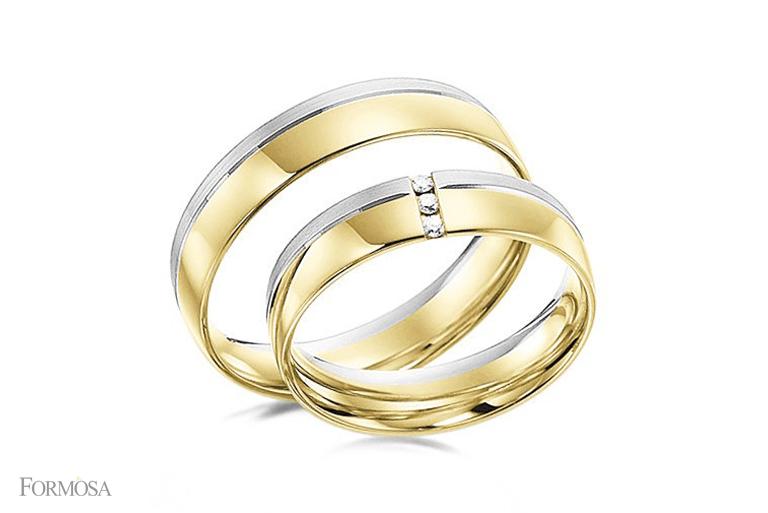 Par de alianças em ouro amarelo maciço 18K e ouro branco com três diamantes