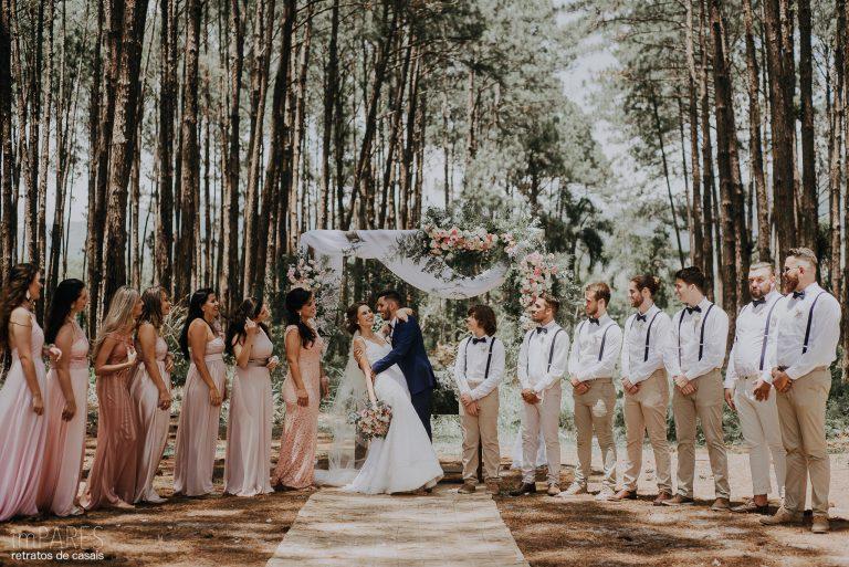 Apenas o Essencial – Cerimônia Rústica no Bosque Rafaela & Andrew