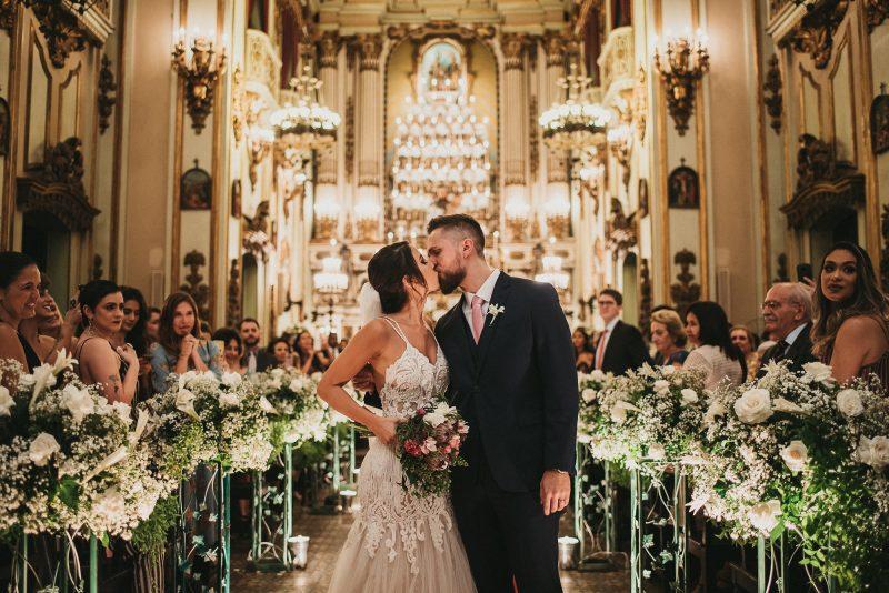 Emoção no Altar Sagrado – Casamento na Igreja Analice e Gabriel