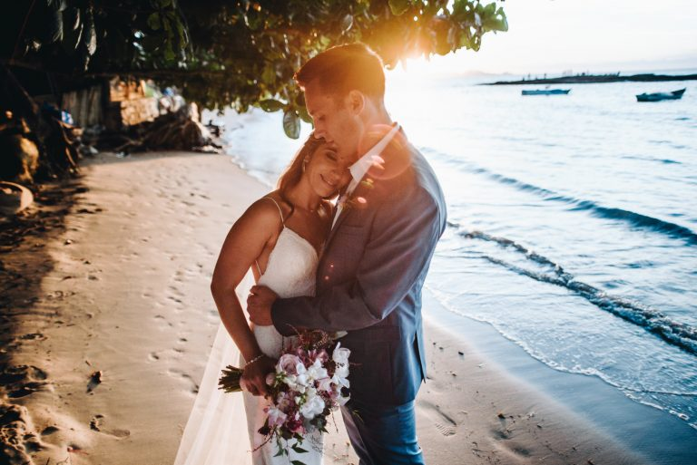 With Love, das praias de Búzios – Sarah & Derrick