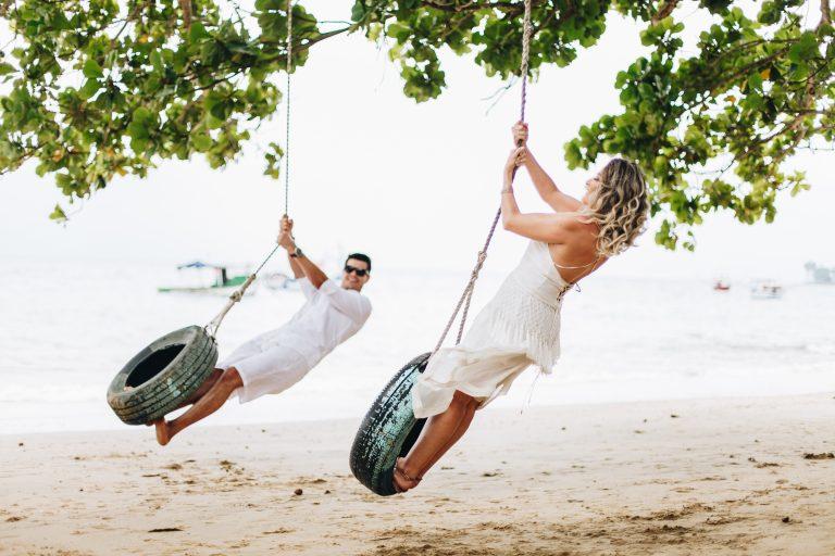 Praia da Armação como cenário romântico para ensaio – Thais & Reginaldo