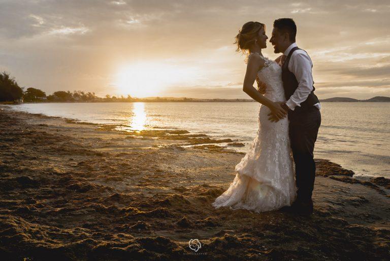 Casamento rústico inspirador no final da tarde de Búzios – Yulli & Giovane