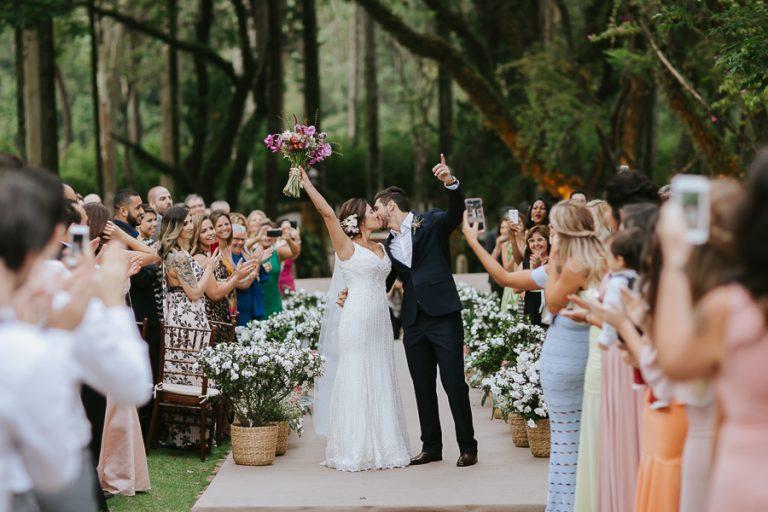Boho alegre e contemporâneo em casamento na fazenda – Luciana & Rafael