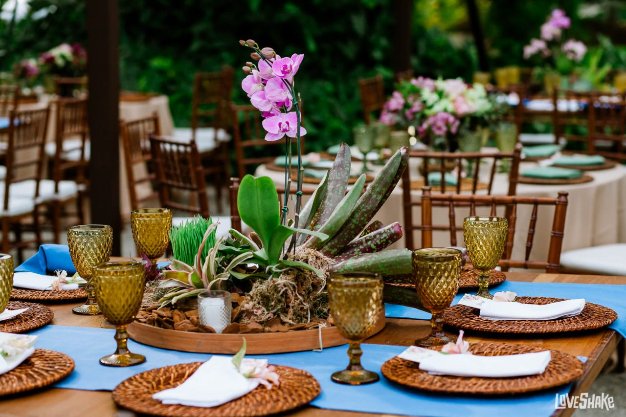 centro de mesa com flores plantadas