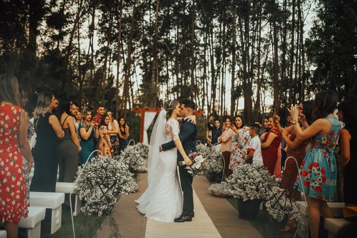 Casamento intimista e bucólico ao ar livre no campo – Camila & André
