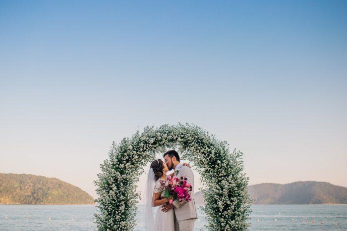 Destination Wedding vintage no por do sol com pé na areia – Ana Maria & Jason