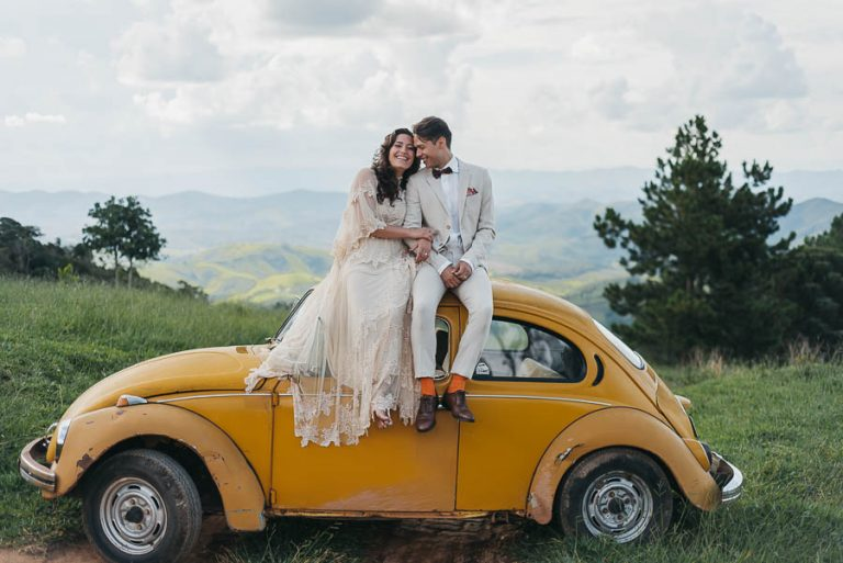 Ensaio pós wedding com um fusca na fazenda da família – Agatha & Emilio