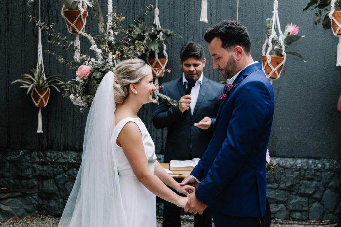Cerimônia intimista e charmosa na Casinha Le Julie – Thaysa & Caio