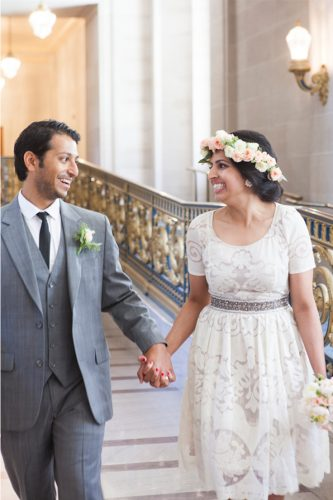 vestido-para-casamento-civil-curto-com-coroa-de-flores