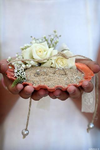porta-aliança-para-casamento-na-praia-concha