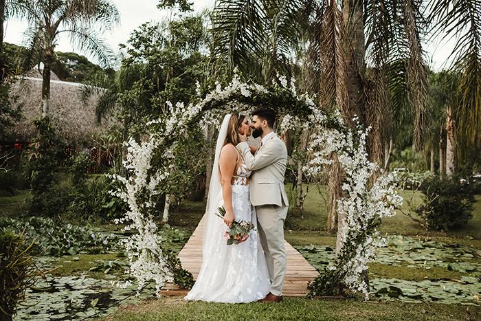 Casamento rústico, leve e animado ao ar livre no Paraná – Vanessa & Rodrigo