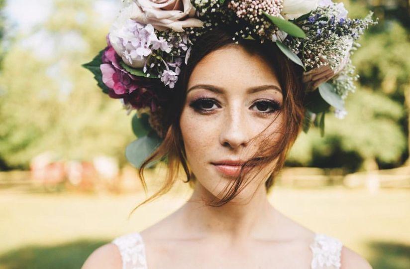 penteado de noiva com coroa de flores