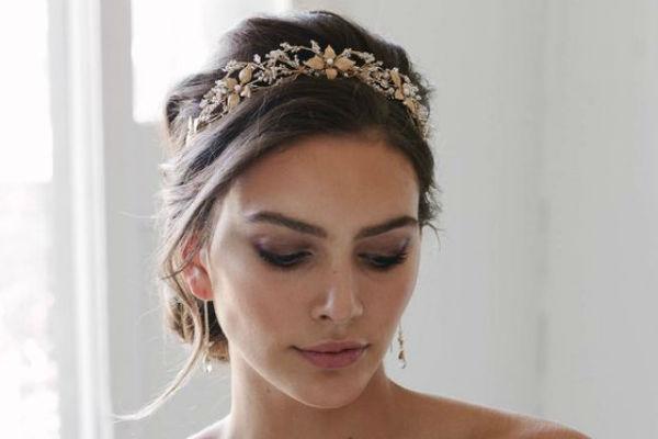penteado de noiva com tiara