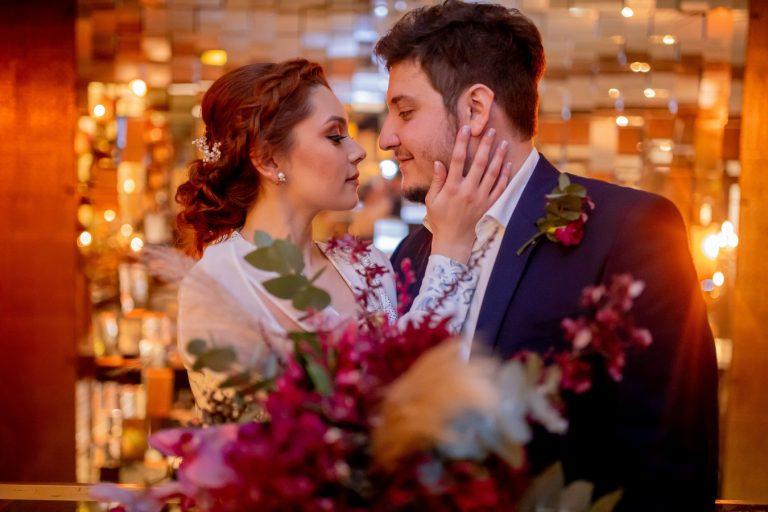Mini wedding industrial no restaurante intimista em São Paulo – Leticia & Matheus