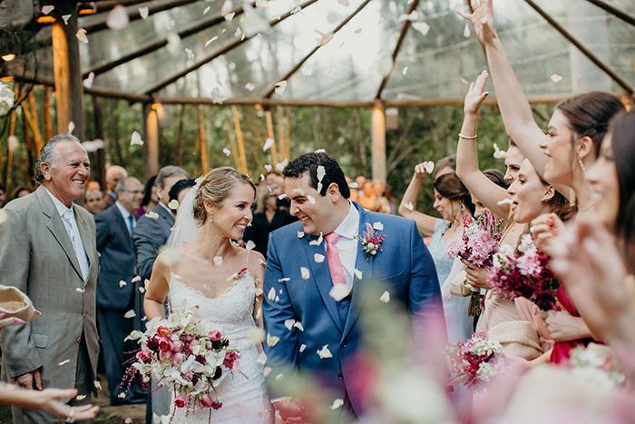 Casamento rústico elegante cercado de verde e natureza na fazenda – Isis & Octavio