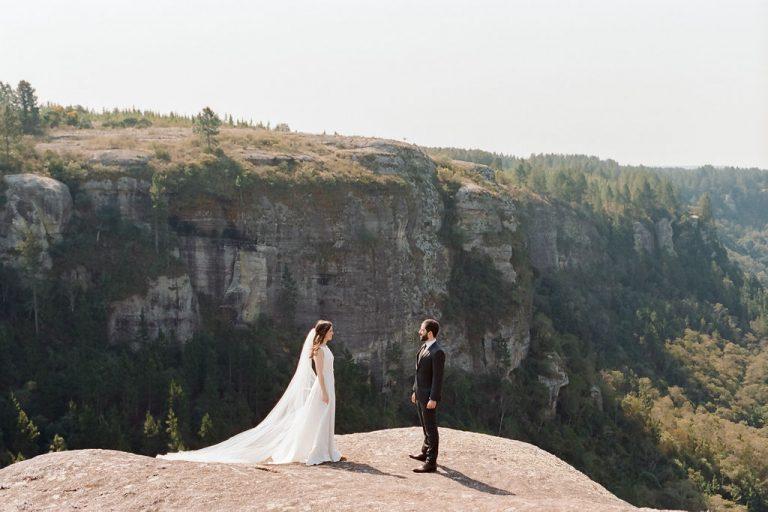 Casamento minimalista e conectado à natureza na fazenda da familia – Carolina & Felipe