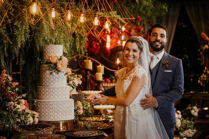Casamento com toque clássico e o rústico cercado de verde no campo- Luana & Caio